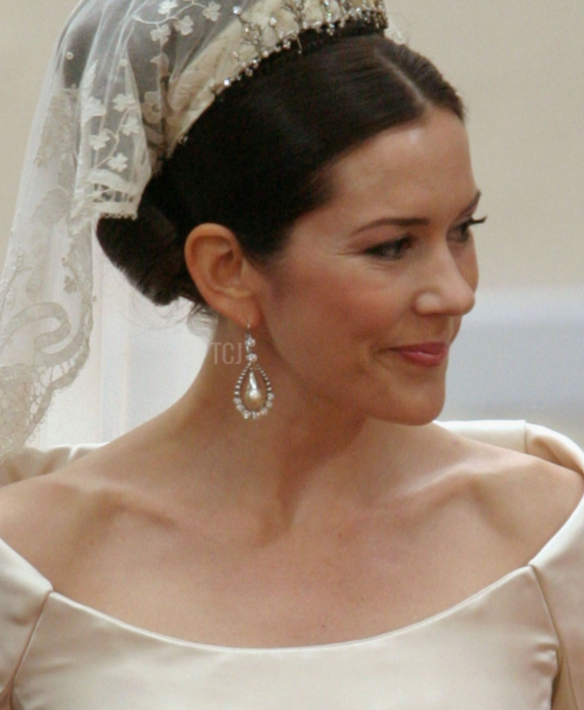 Gorgeous Royal Wedding Earrings_04.png