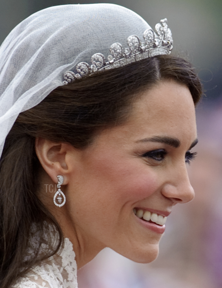 Gorgeous Royal Wedding Earrings_06.png