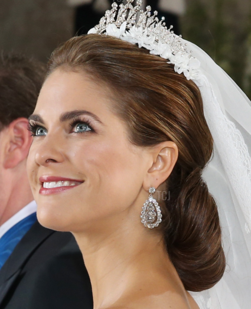 Gorgeous Royal Wedding Earrings_08.png