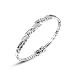 Cat Eye White Gold Bangle