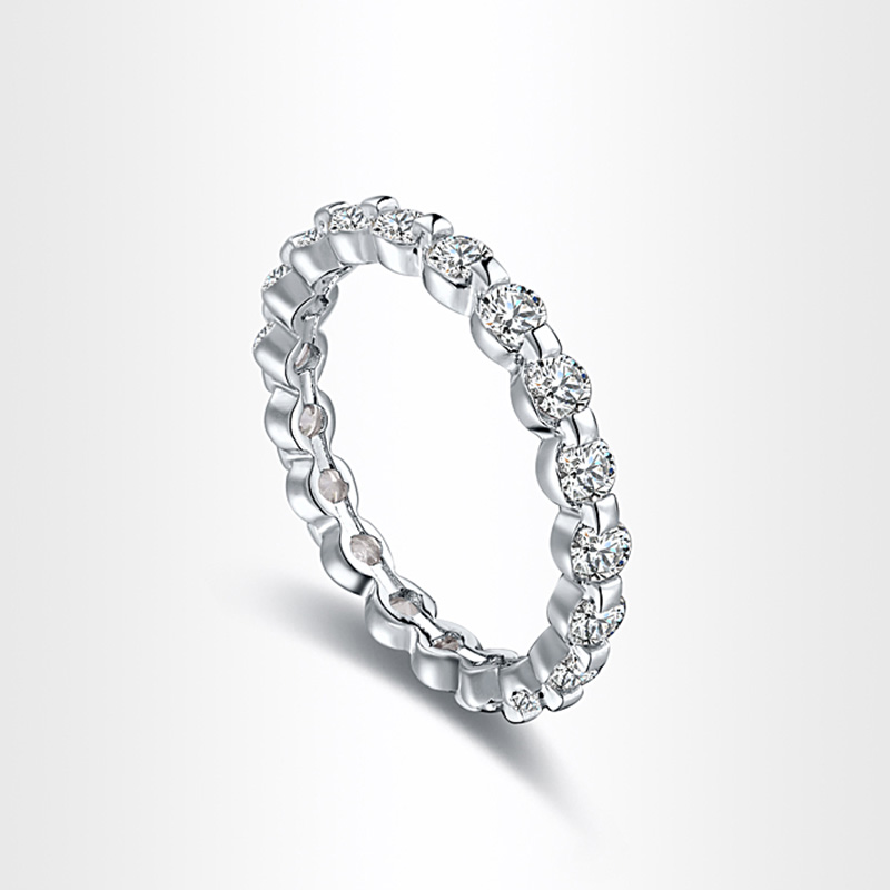 Dentate Diamond Ring