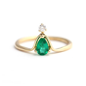 Teardrop Emerald Crown 18K Ring