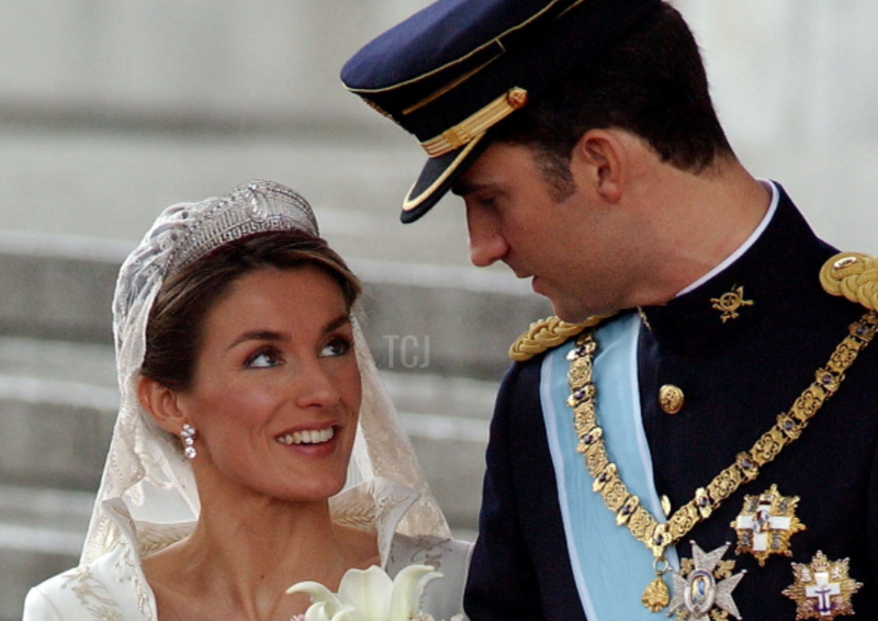Gorgeous Royal Wedding Earrings_05.png