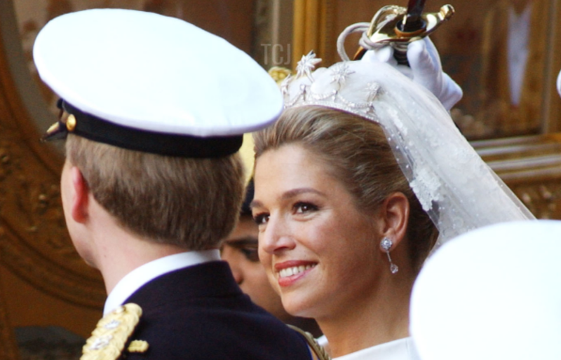 Gorgeous Royal Wedding Earrings_02.png