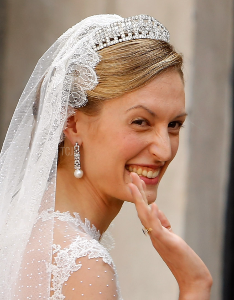 Gorgeous Royal Wedding Earrings_09.png